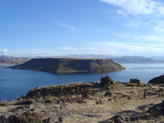 Découvrez la ville de Puno dans le sud-est du Pérou, située sur les rives du lac Titicaca.